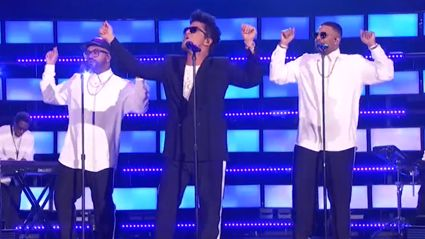 Bruno Mars may just be the new 'king of pop' with this performance at the IHeartRadio awards