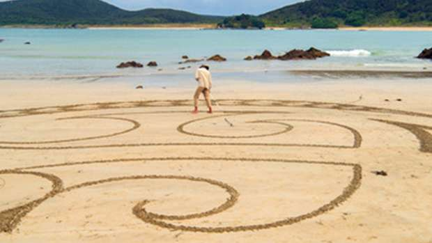 6ac4ea933 Sand Artist Creates More Incredible Maori Designs On Far North Beach